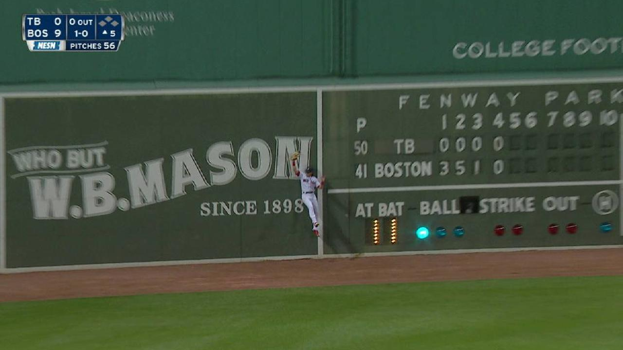 Benintendi's leaping catch