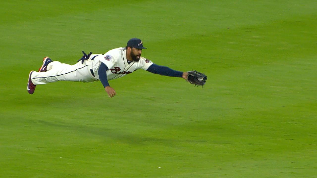 Kemp's great catch starts a DP