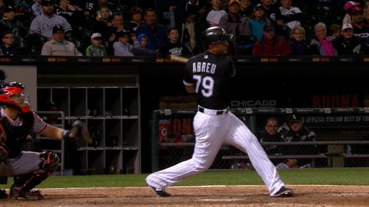 Abreu legs out triple to complete cycle