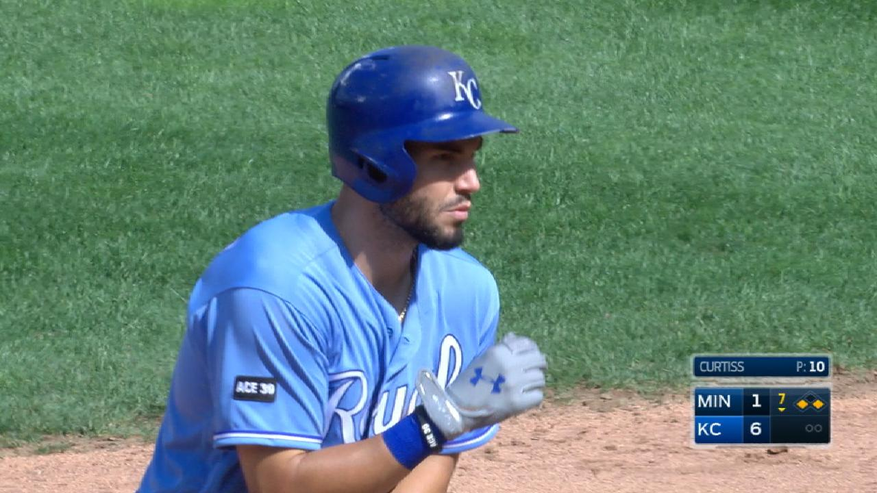 Hosmer adds Silver Slugger Award to honors