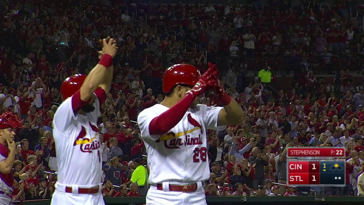 Cards roll past Reds, stay two back of Cubs