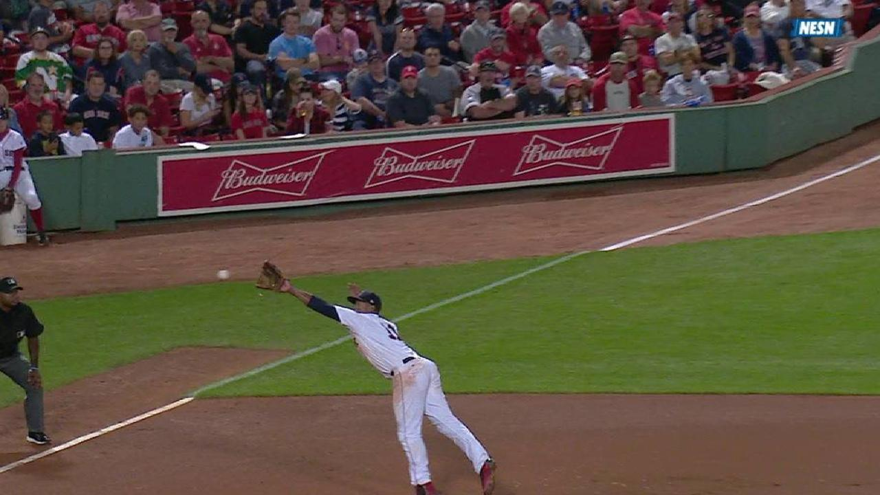 Devers makes a nifty catch