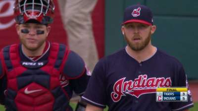 Indians edge Royals, extend streak to 22 wins