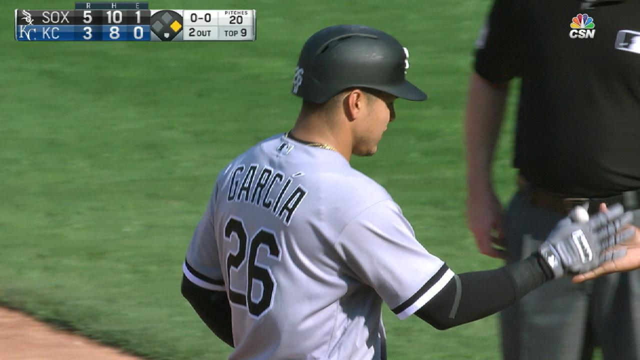 White Sox top Royals after trading late rallies
