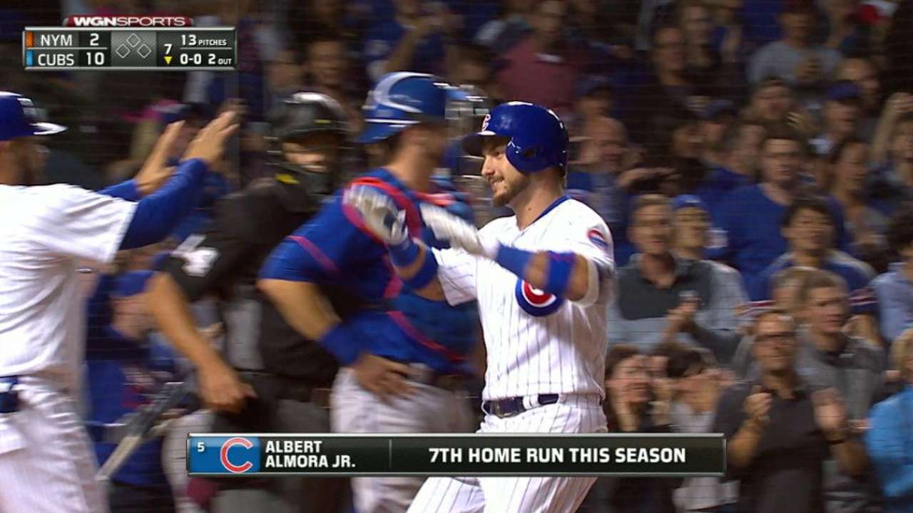 Cubs overwhelm Mets, maintain Central lead