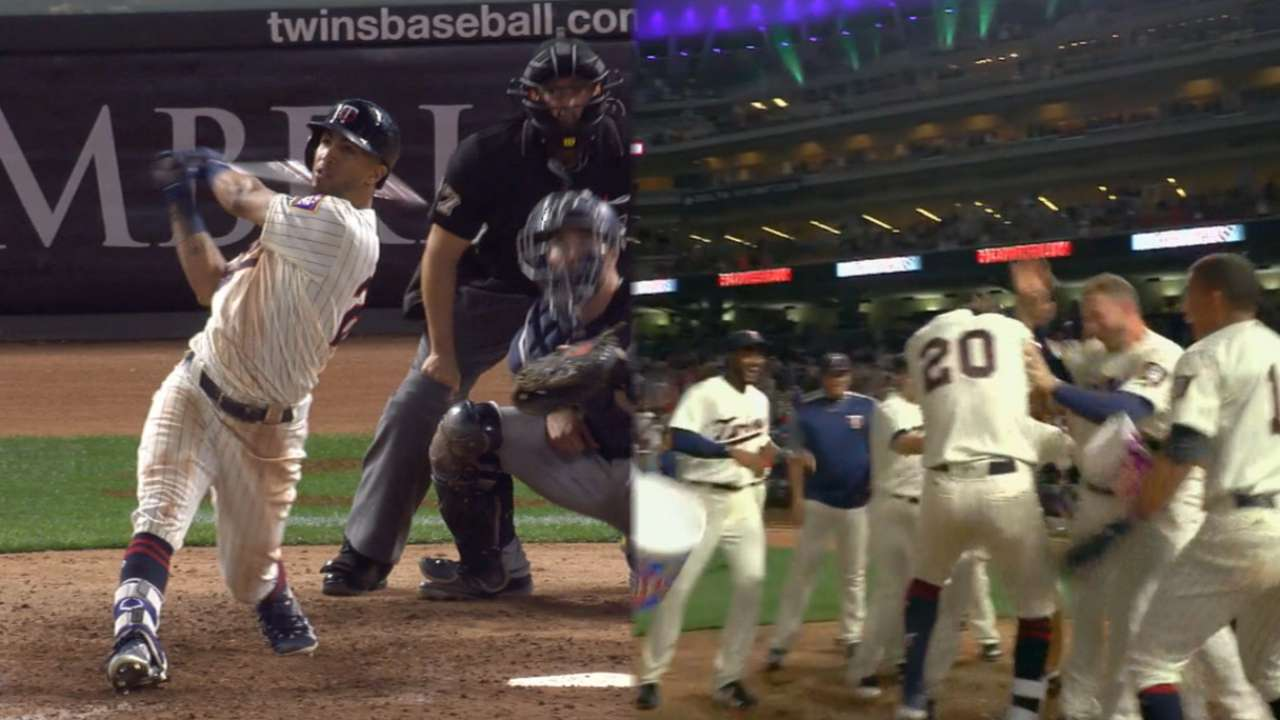 Rosario's walk-off helps Twins keep WC lead