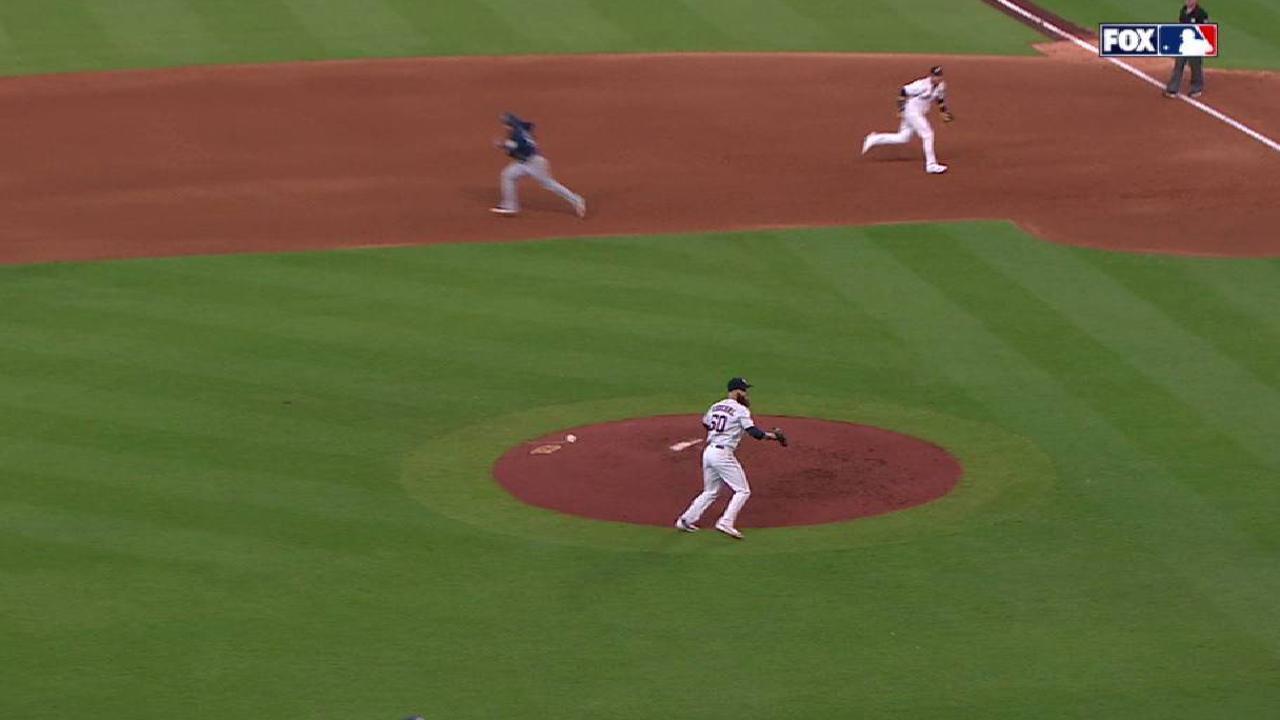 Keuchel starts DP to end inning