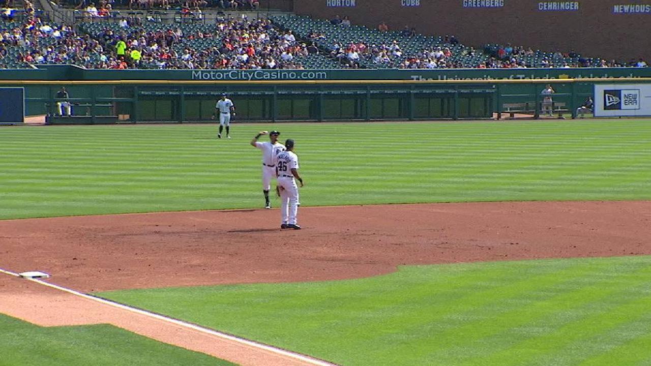 Machado's backhanded play