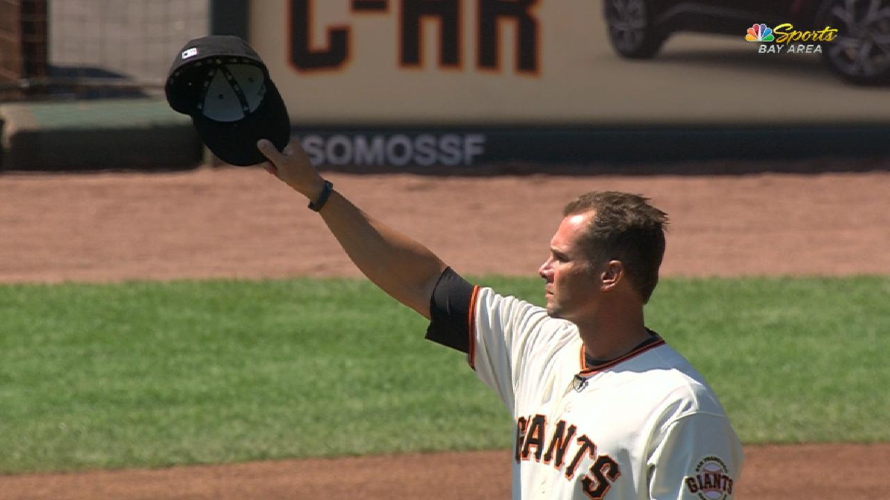 Giants honor Vogelsong in pregame ceremony