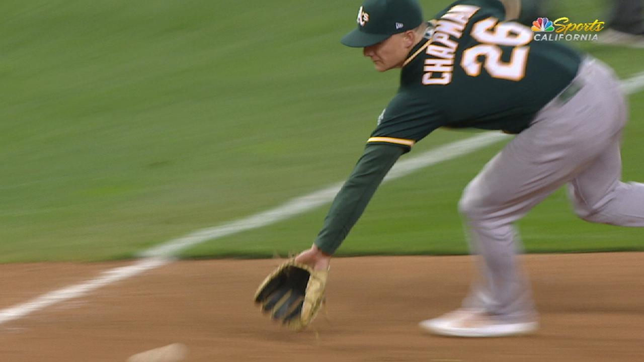 Chapman wows A's with top-notch defense