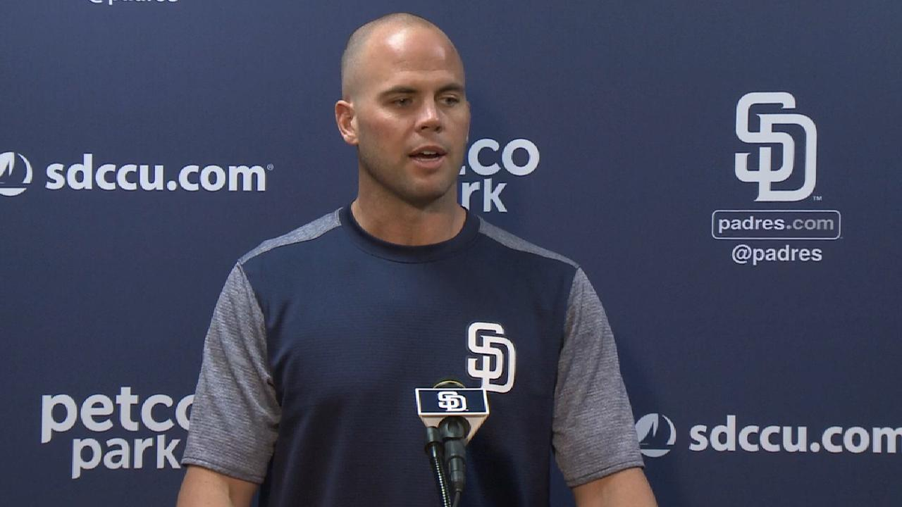 Padres sign Richard to 2-year extension