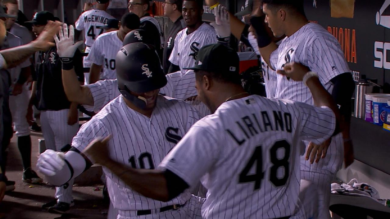 Royals can't slow White Sox, slip in WC race