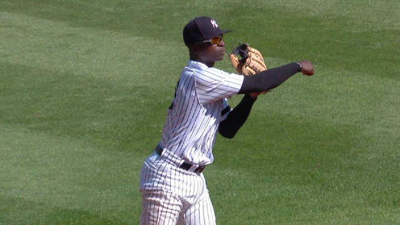 Gregorius' nifty backhanded grab