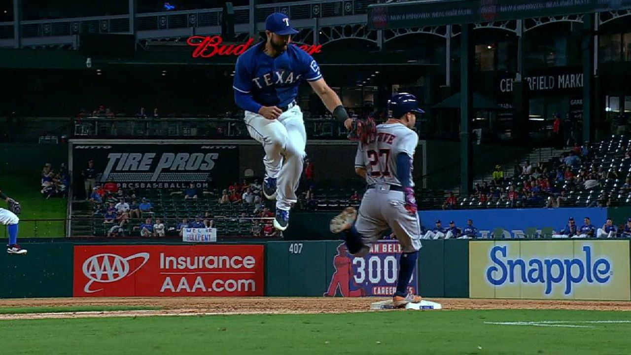 Gallo tags out Altuve at first