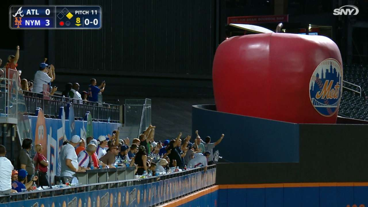 Mets fans want home run apple