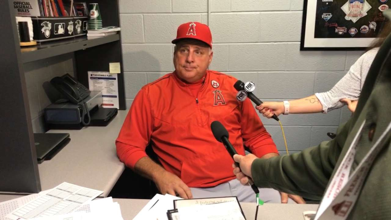 Scioscia 'thrilled' to return in '18, a contract year