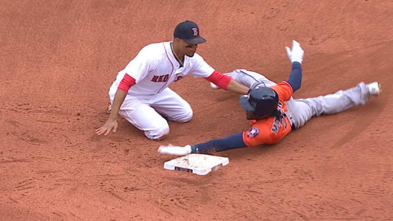 Vazquez throws out Maybin