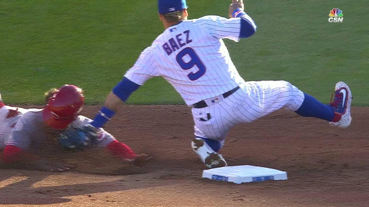 Contreras throws out Peraza