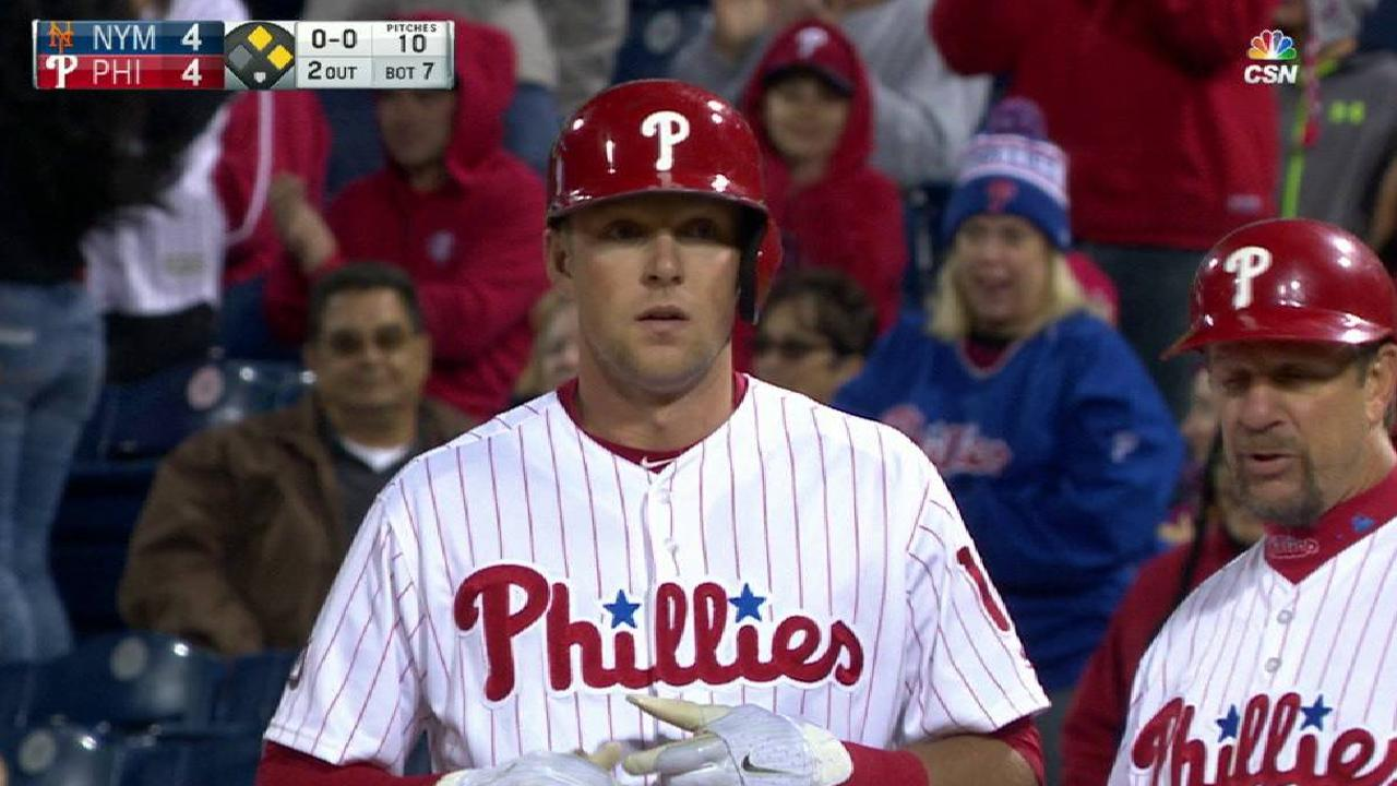 Hoskins ties it, but Phillies fall to Mets in extras