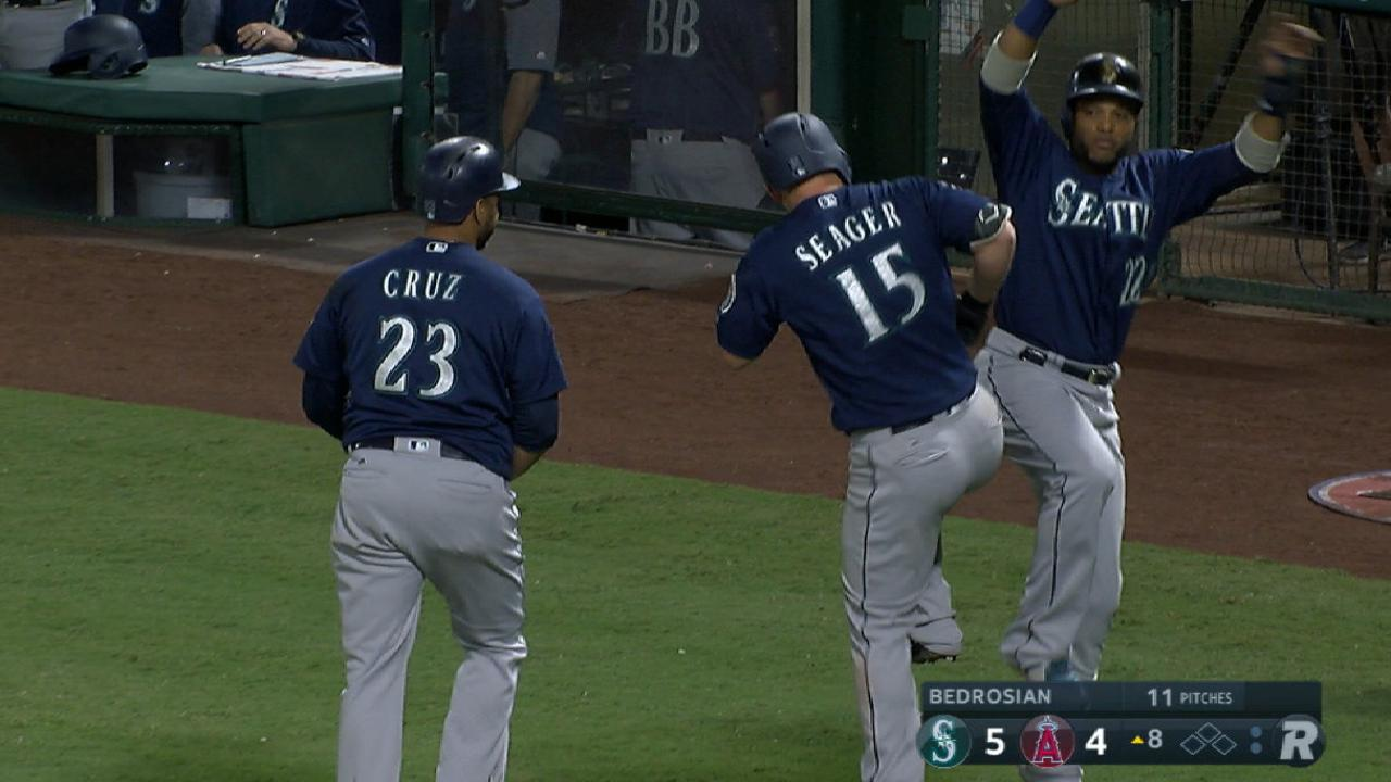 Seager's go-ahead three-run jack