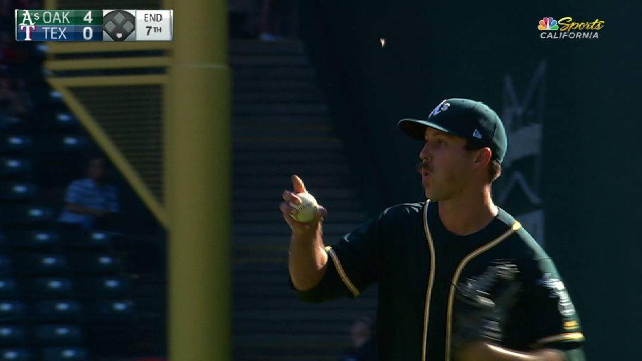 Mengden induces inning-ending DP
