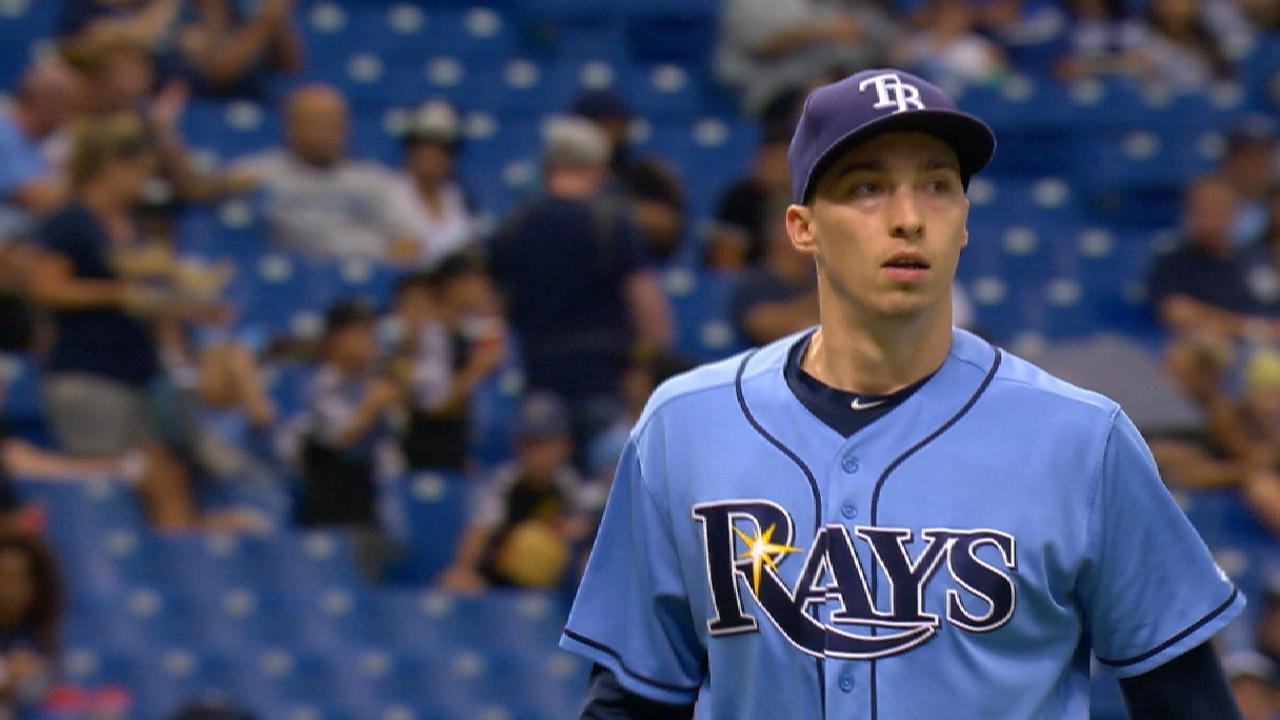 Snell hits stride in '17, saves best start for last