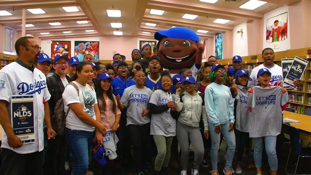 Dodgers give 30 students NLDS Gm. 1 tickets