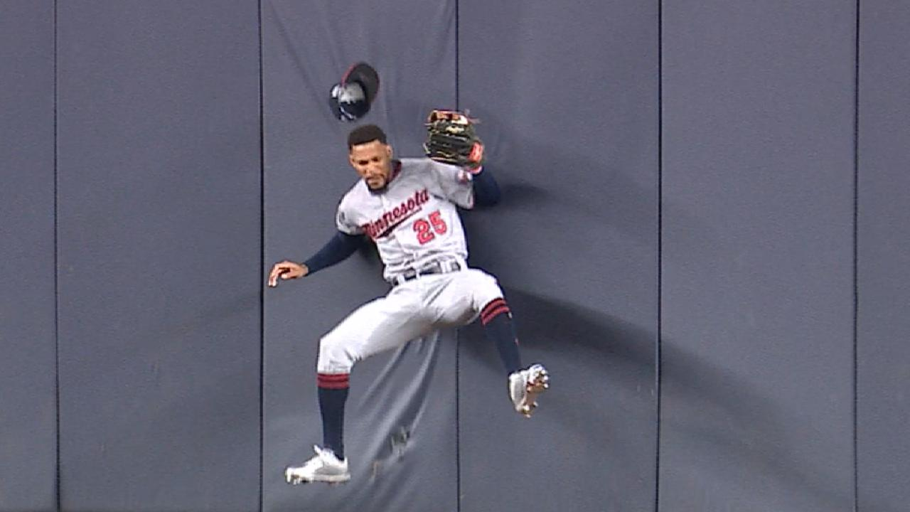 Must C: Buxton's remarkable grab