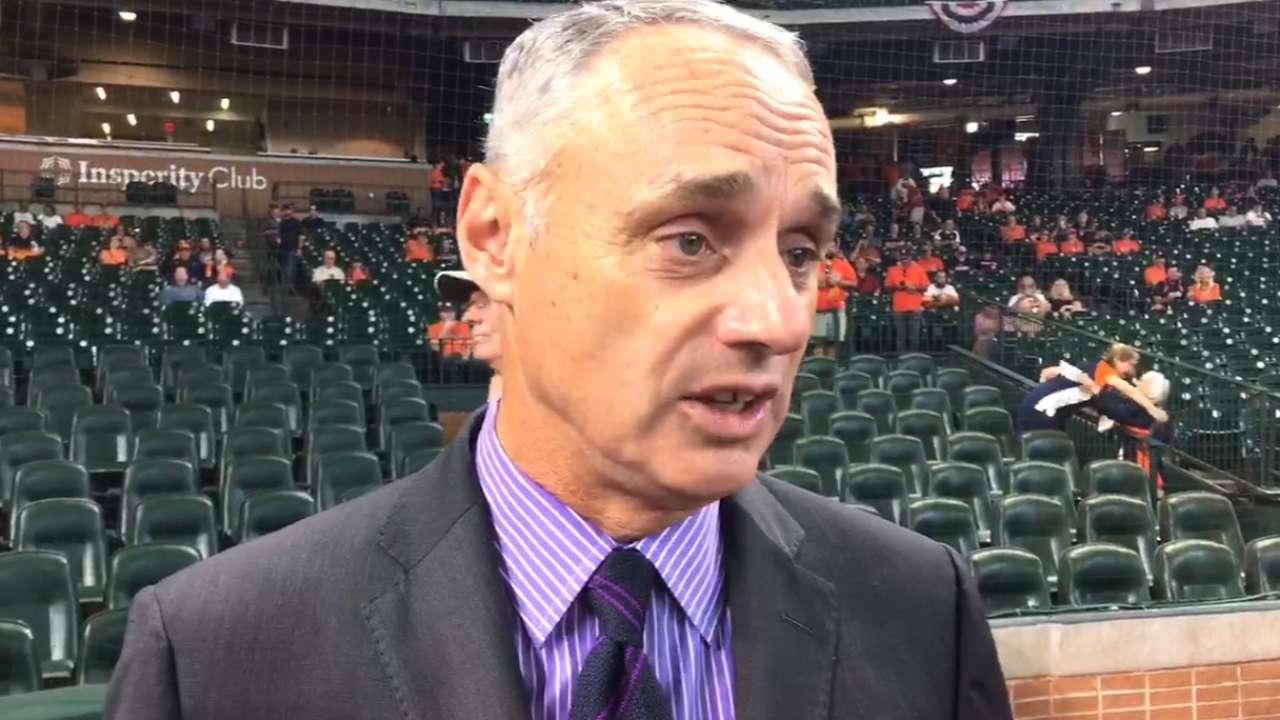 Attending G1, Manfred praises Astros' resolve