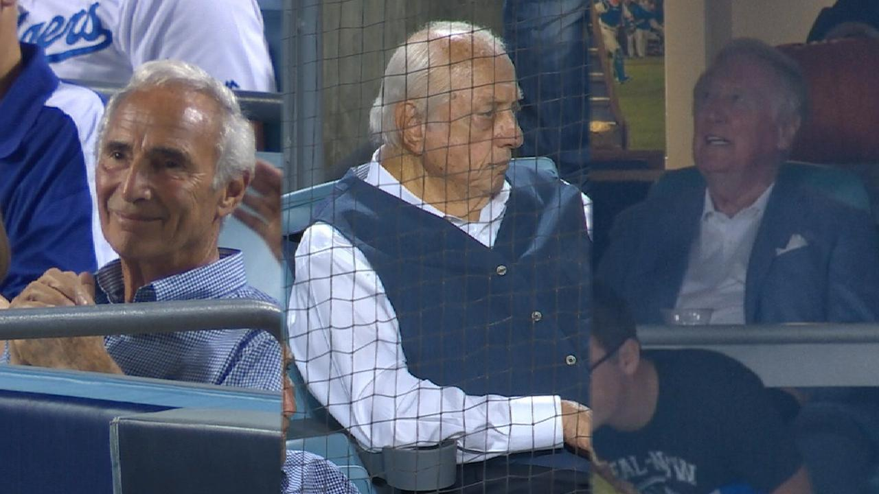Dodgers legends take in Game 1
