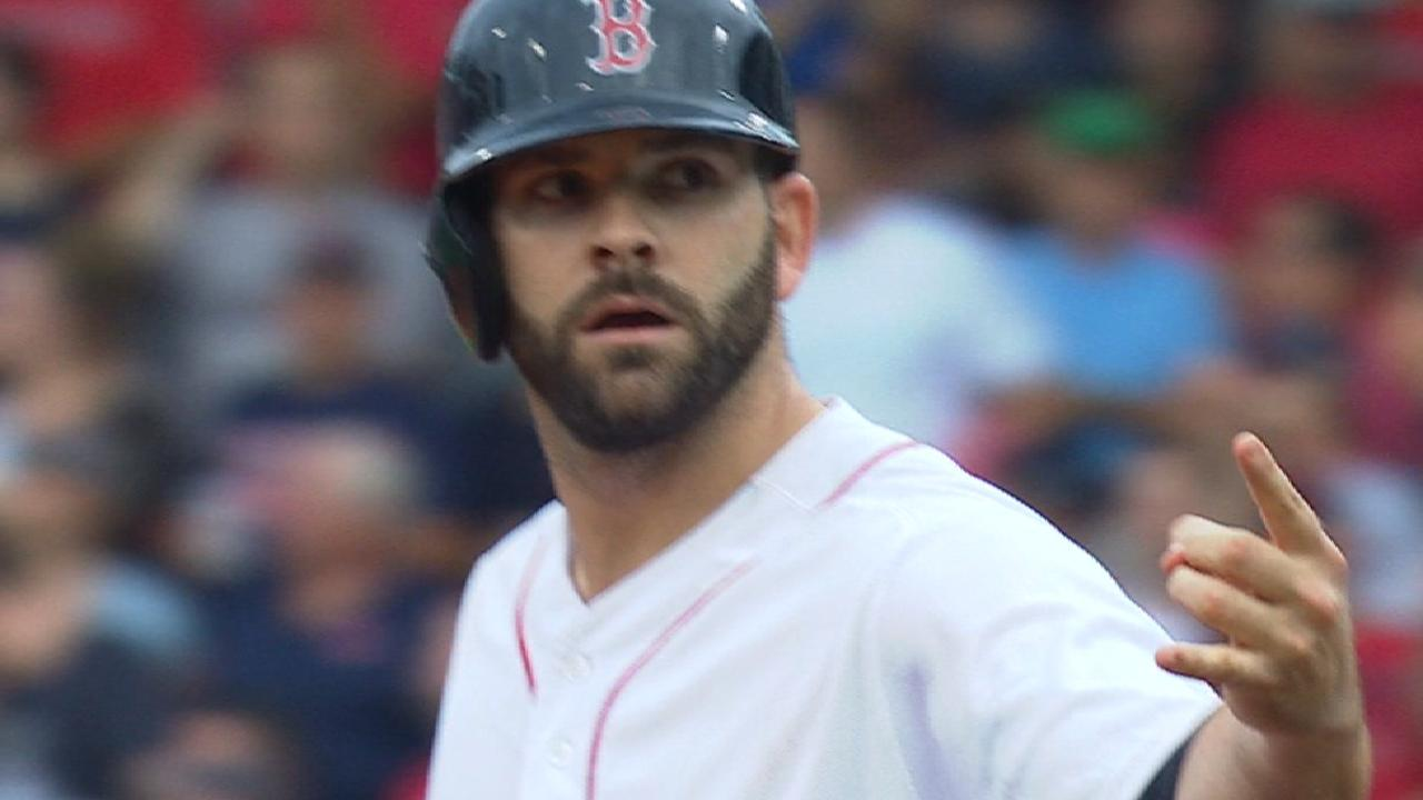 Red Sox pass on qualifying offer for Moreland