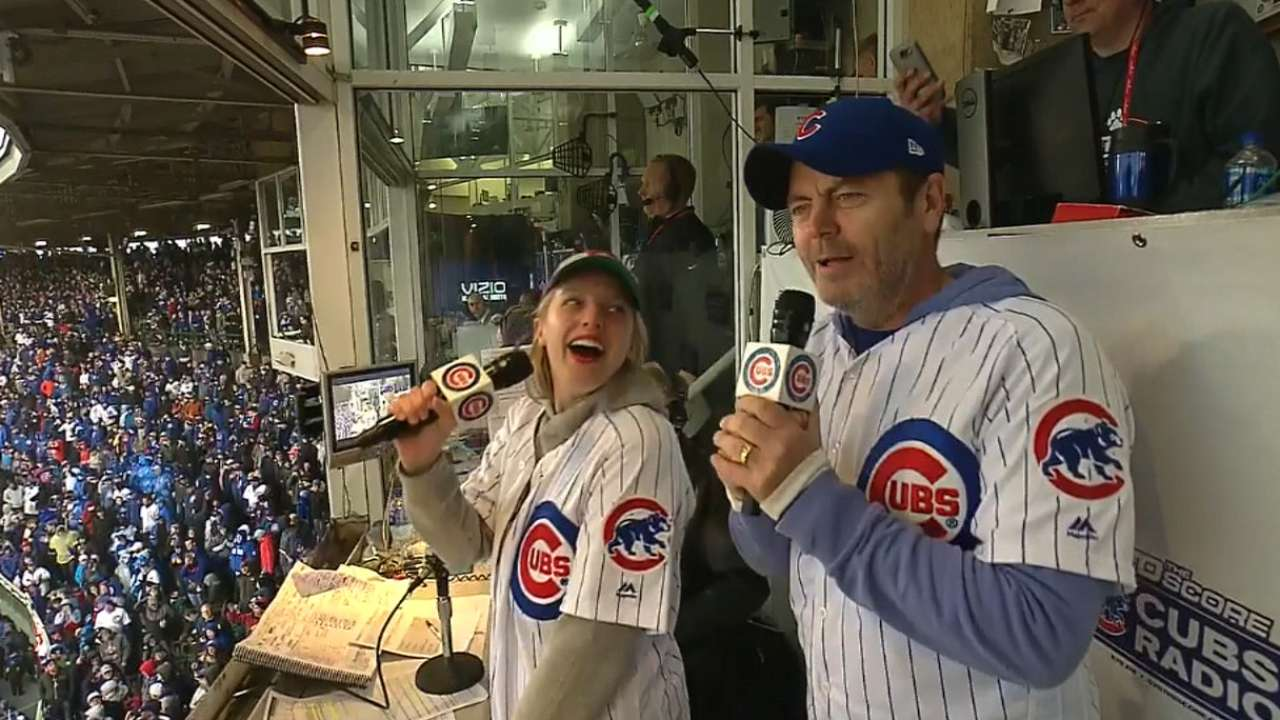Moss, Offerman sing at Wrigley