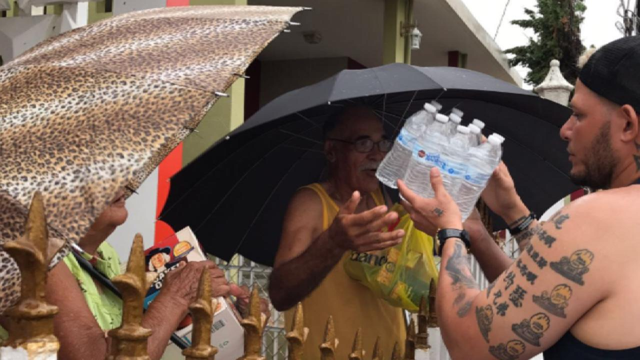 Yadier Molina fue personalmente a colaborar en Puerto Rico