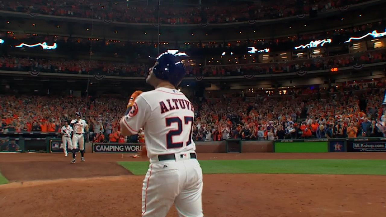 Altuve's solo homer in the 8th