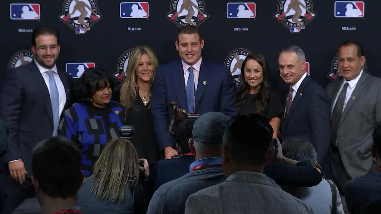 Rizzo humbled by Clemente Award honor