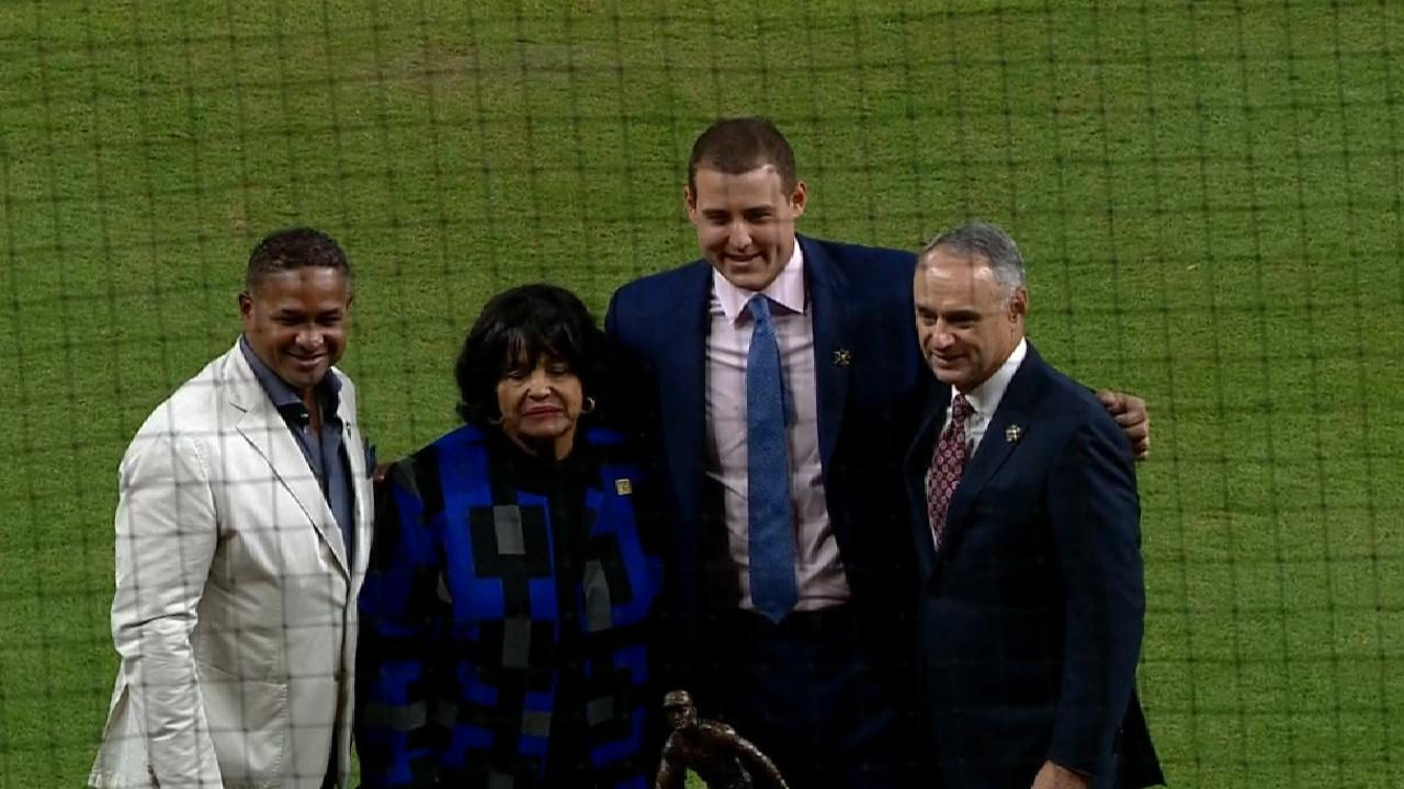 Rizzo part of star-studded Clemente photo op