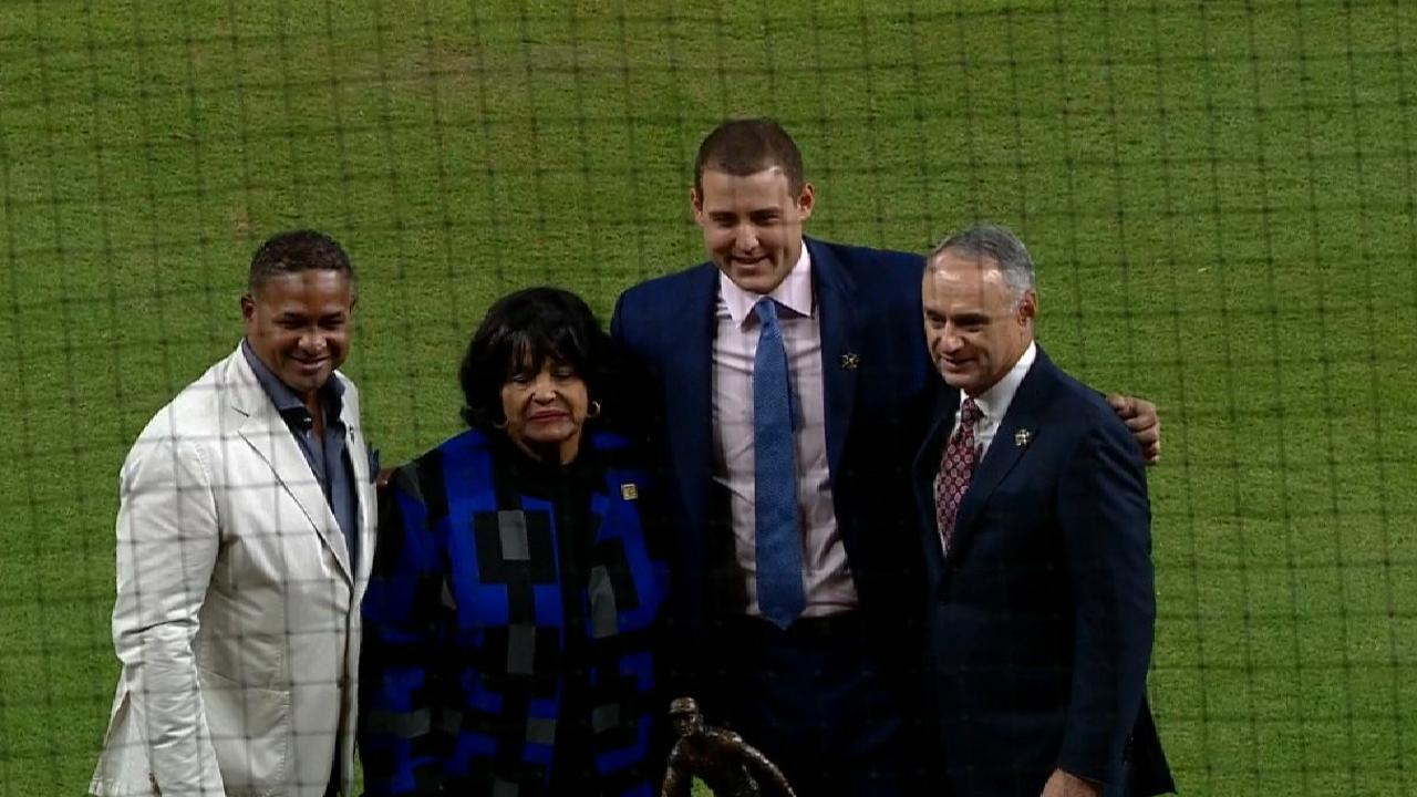 Rizzo wins Clemente Award