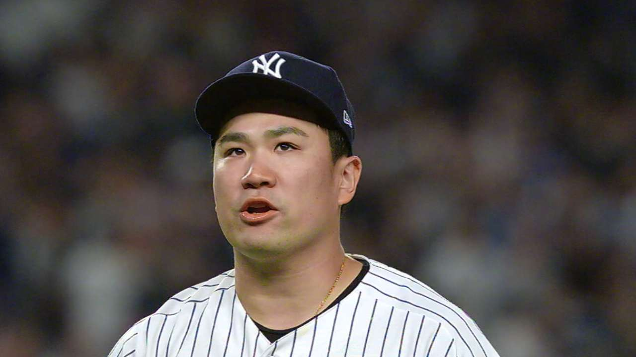 Tanaka declines to opt out, will stay with Yanks