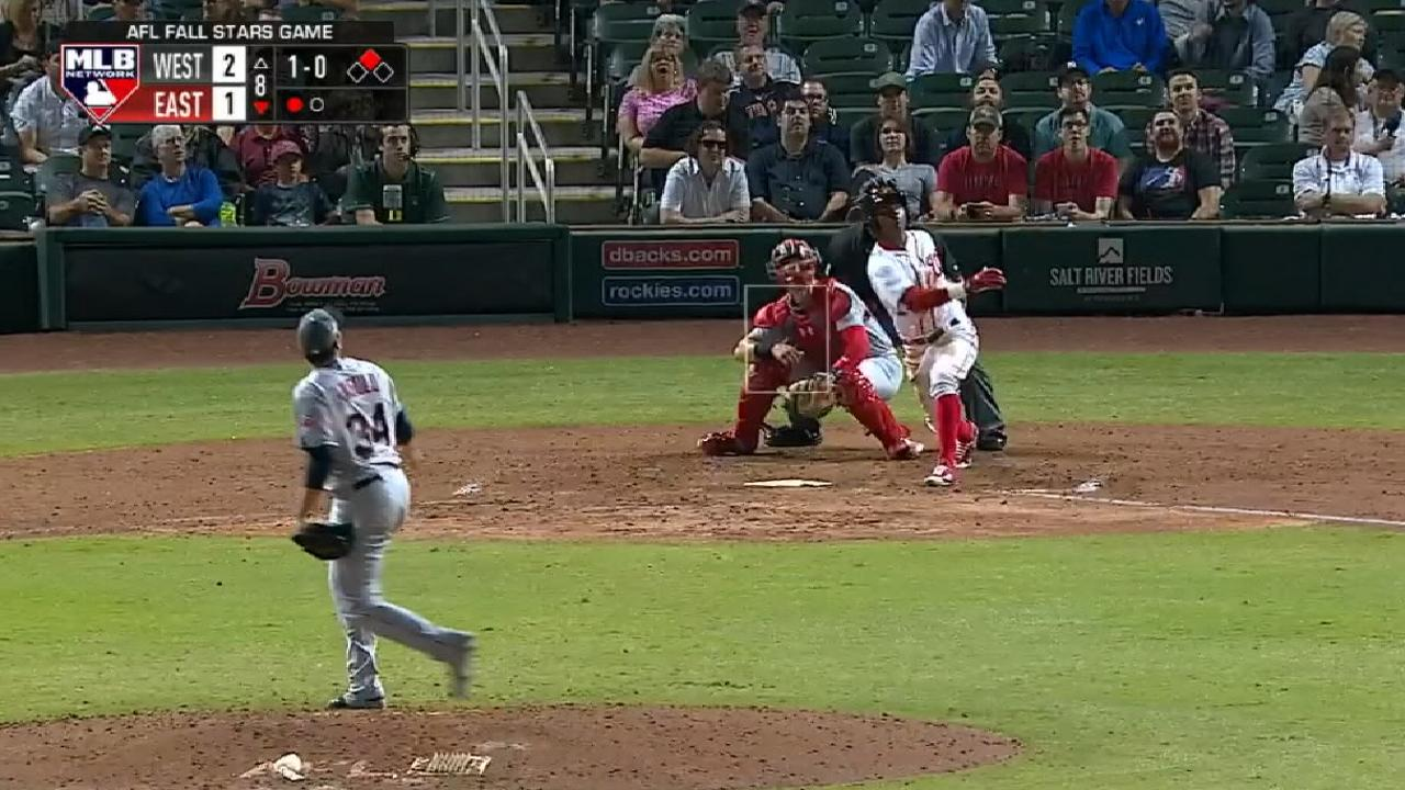 Robles' game-tying single