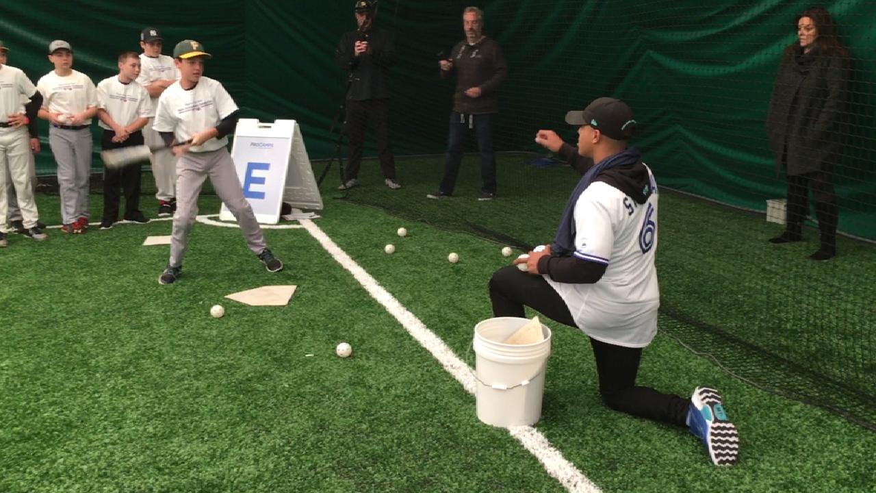 Stroman holds youth clinic on Long Island