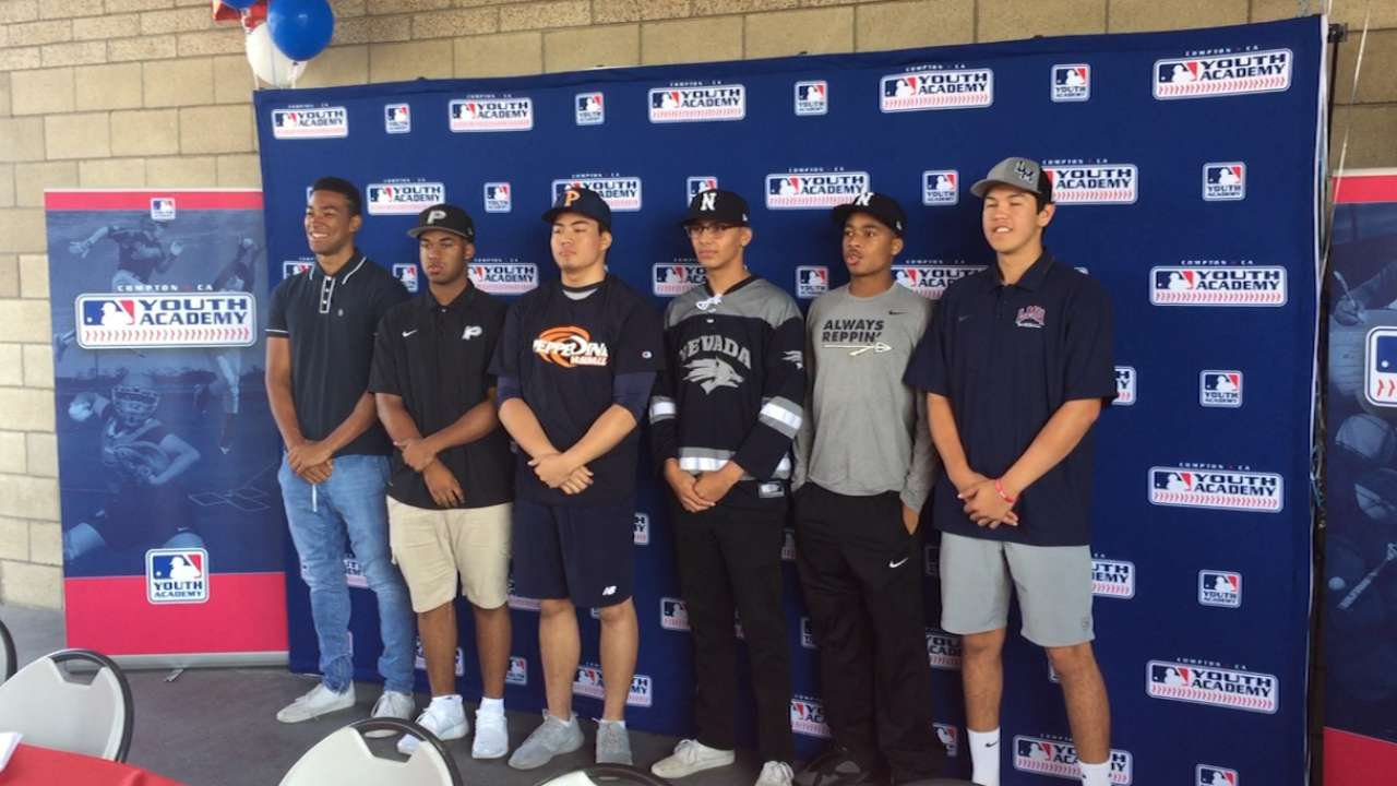 6 Compton YA players commit to D-1 colleges