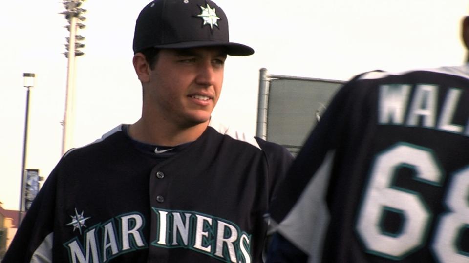 Felix, Montero on Mariners' arms