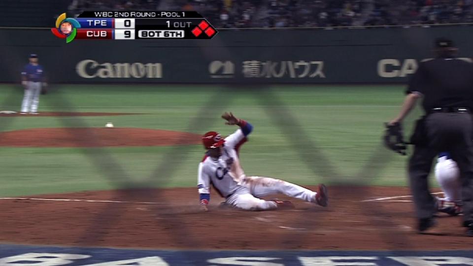 Fernandez's three-run double