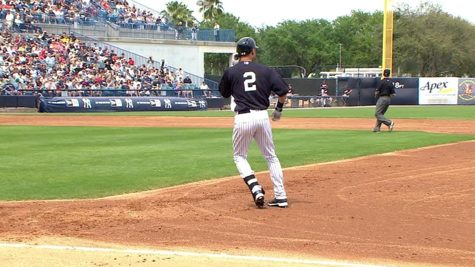 Jeter singles on first pitch