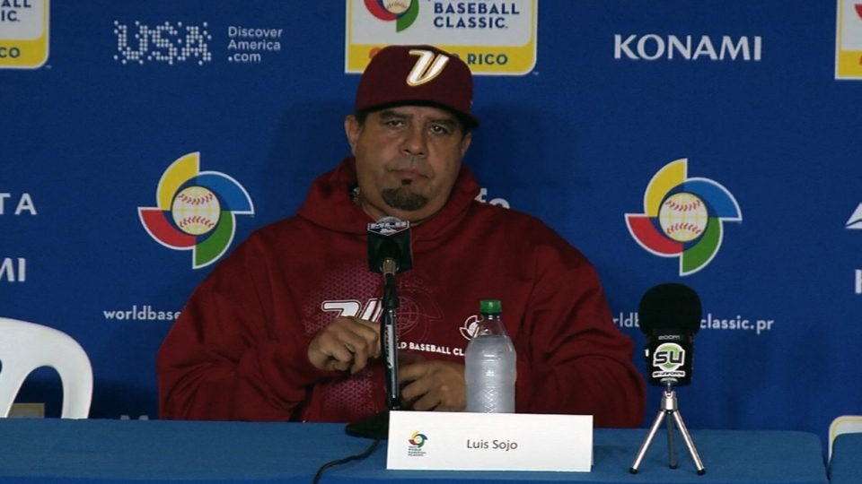 Luis Sojo habla con la prensa
