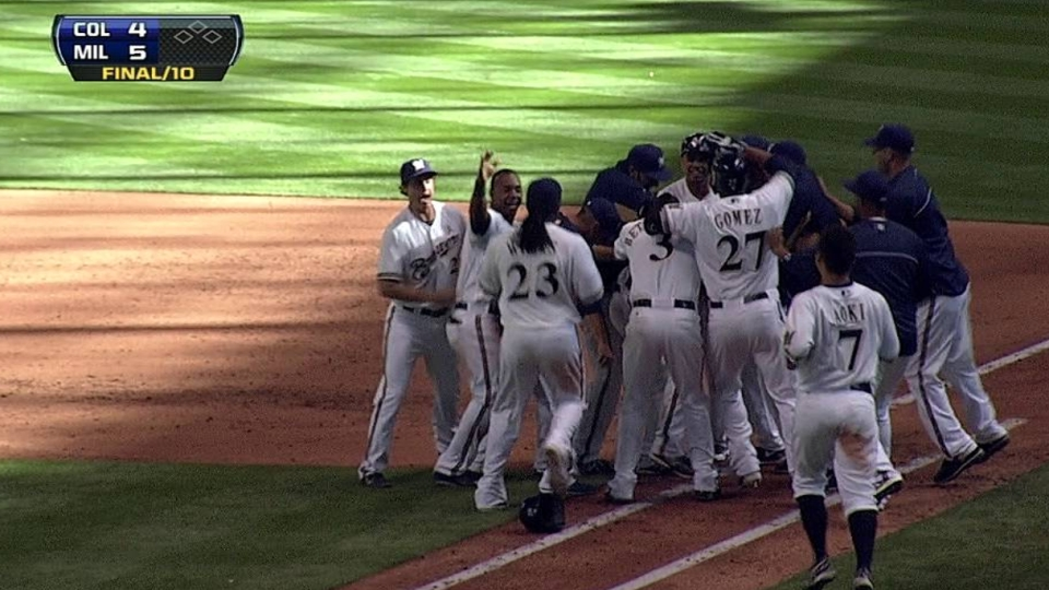 Lucroy's walk-off sacrifice fly