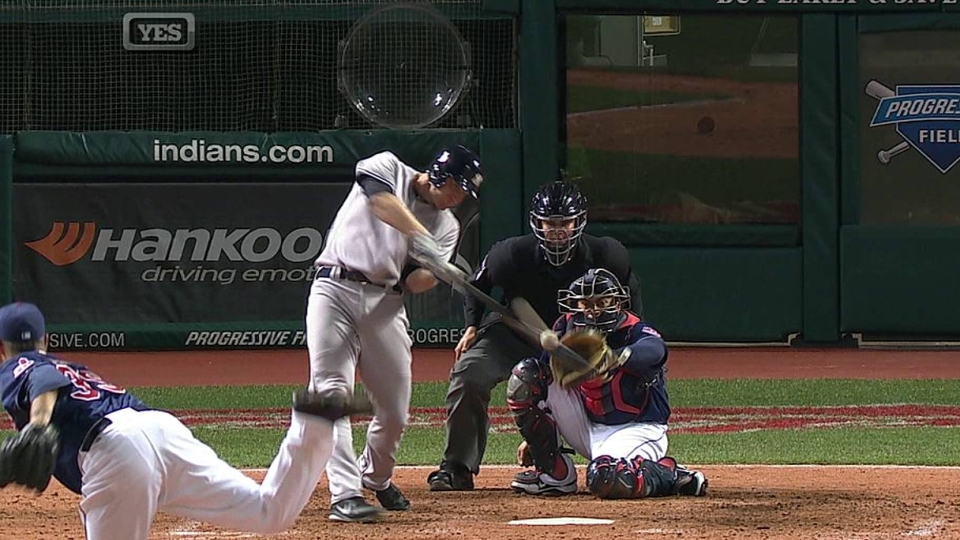 Overbay's first Yankees homer