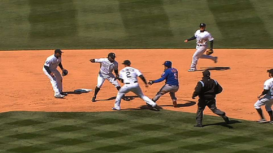 Rockies catch Wright in rundown
