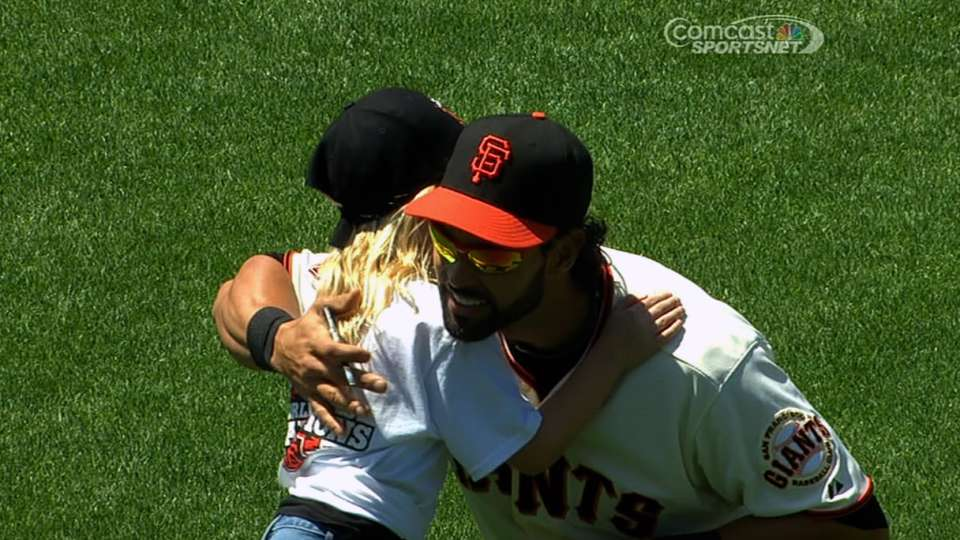 Junior Giant greets Pagan