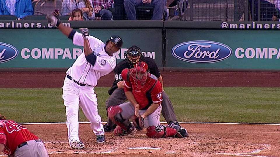 Peguero breaks bat, drills homer
